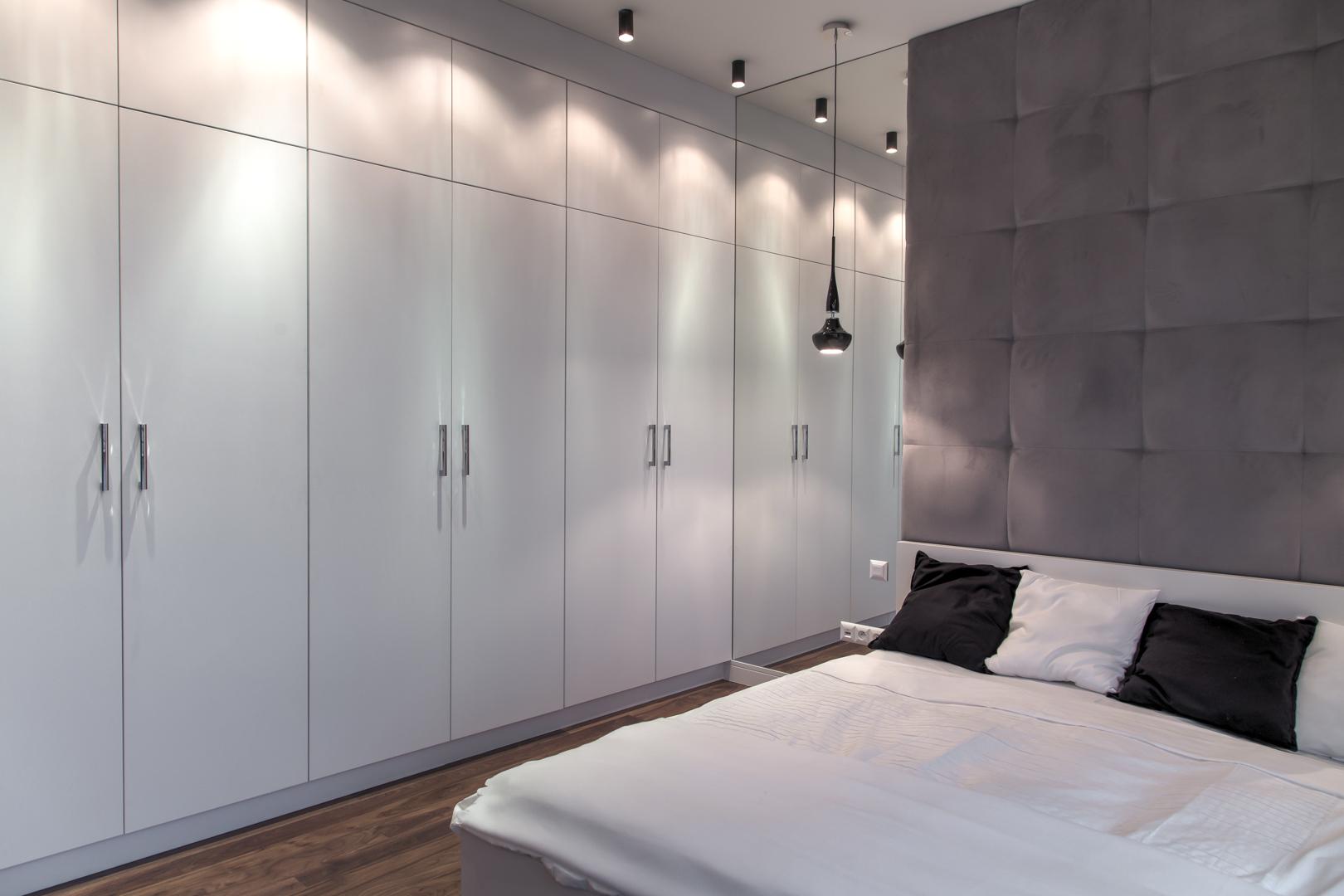 Sypialnia w stylu awangardowym z funkcjonalnymi rozwiązaniami