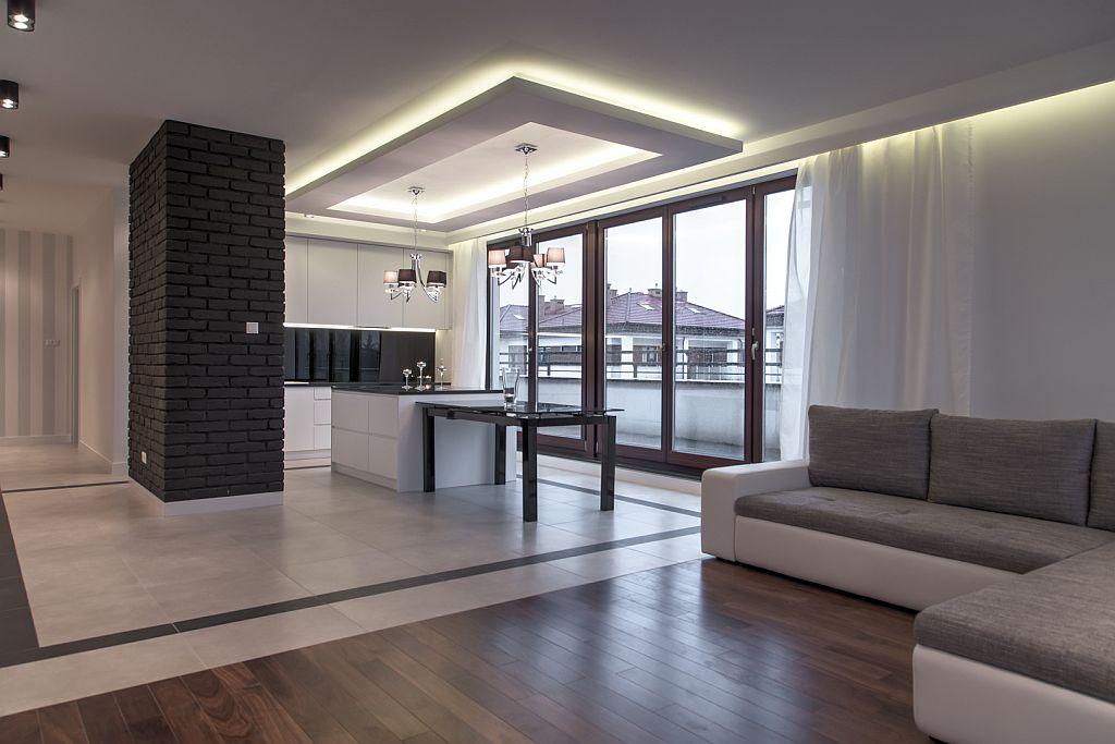 perfectspace-wykonczenie-wnetrza-kuchni-z-lampami-zamontowanymi-na-podwieszanym-suficie