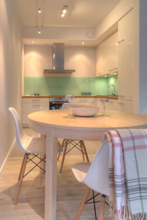 perfectspace-material-latwo-odbijajacy-swiatlo-zwieksza-efekt-oswietlenia-wykonczenia-wnetrza-kuchni