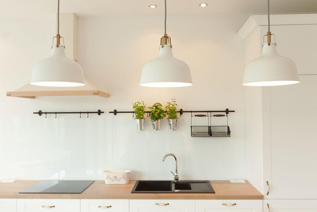 perfectspace-wykonczenie-wnetrza-kuchni-w-jasnej-tonacji-kolorystycznej