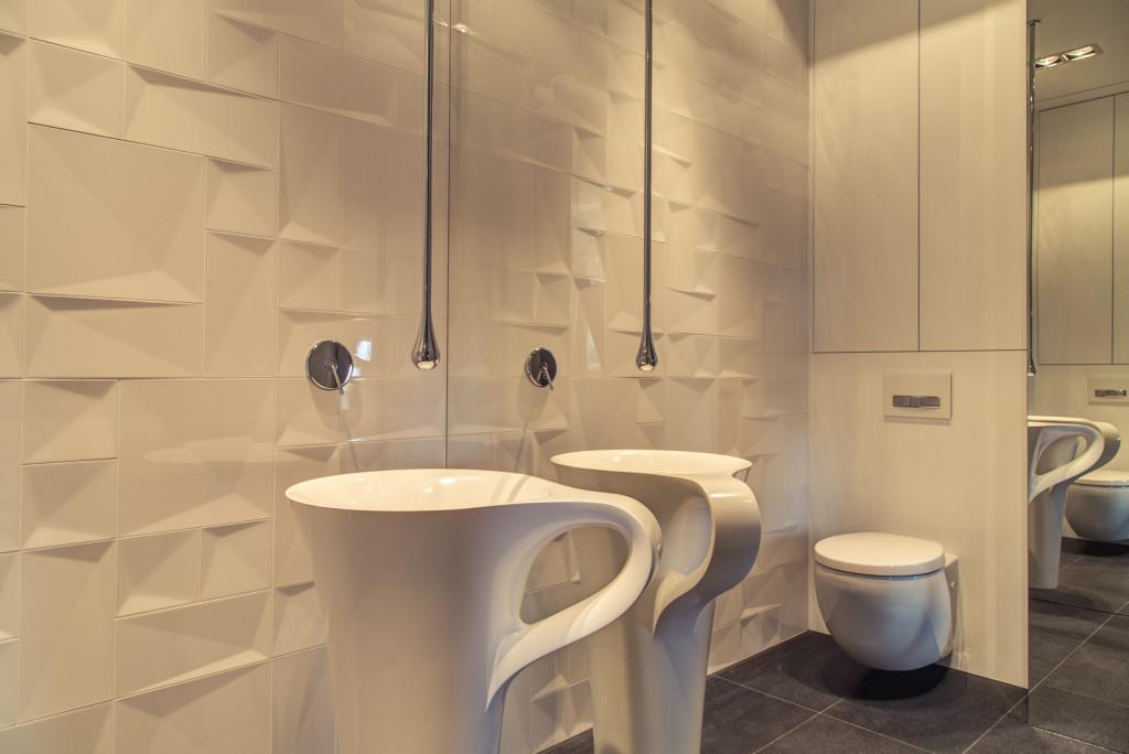 Designerski-grzejnik-w-łazience-pasujący-do-aranzacji-wnętrza Urządzanie wnętrz: jak dobrać baterie łazienkowe?