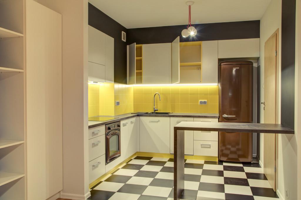 perfectspace-kuchnia-w-dosc-odwaznym-zestawieniu-kolorystycznym-wedlug-projektu-architekta-wnetrz