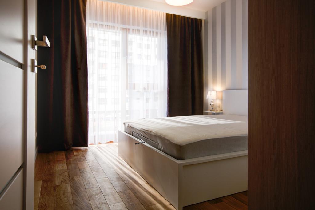 perfectspace-aranzacja-wnetrza-sypialni-z-drewniana-podloga
