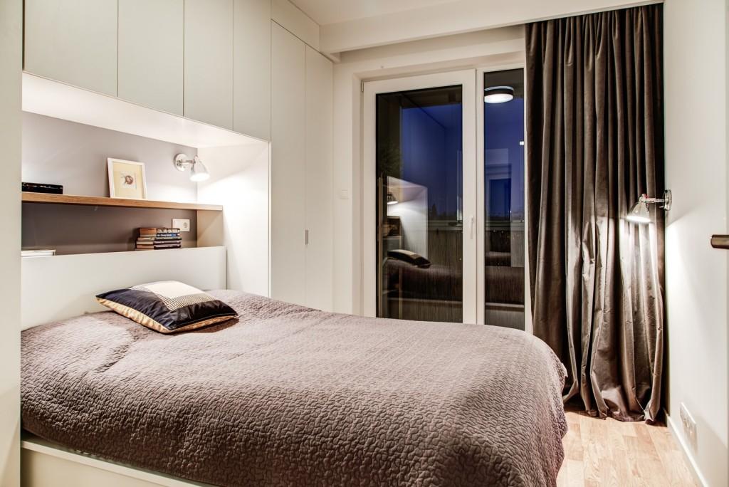 perfectspace-aranzacja-sypialni-w-minimalistycznym-stylu-biale-sciany-szare-dodatki