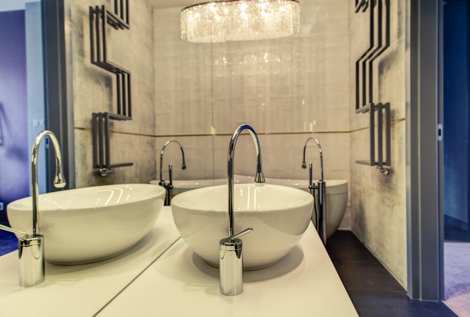 Designerski grzejnik w łazience pasujący do aranzacji wnętrza