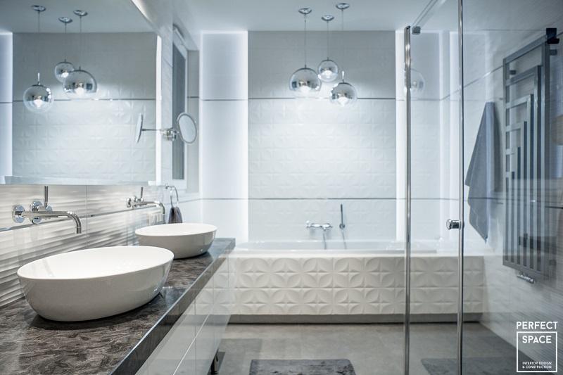 Również w łazience należy pamiętać o utrzymywaniu odpowiedniej wilgotności powietrza.