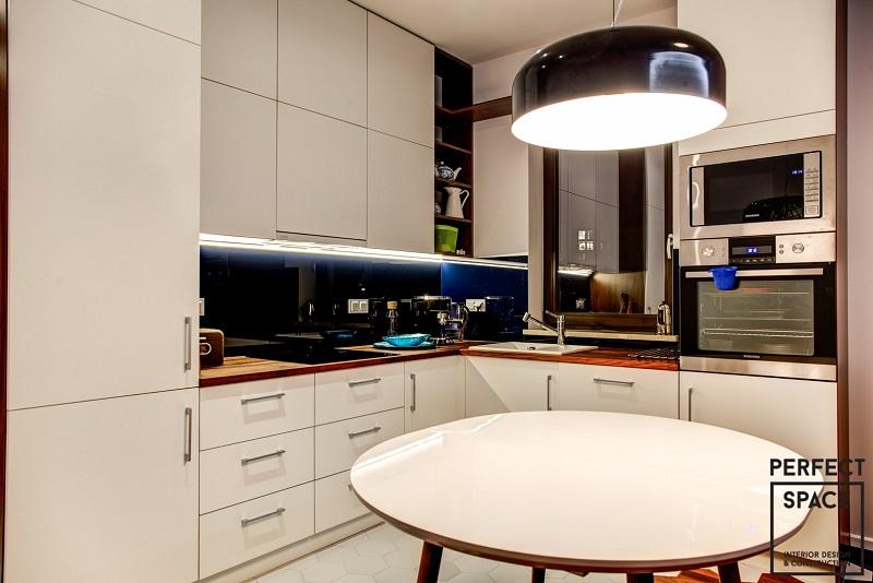 Wykańczając wnętrze kuchni należy zadbać o dopływ dużej ilości naturalnego światła