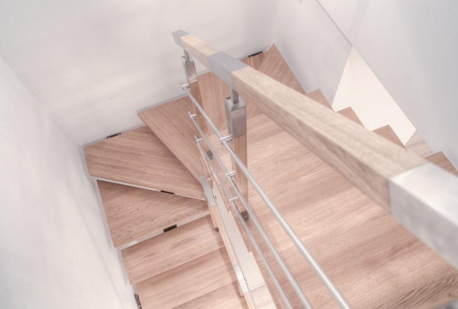 Aranżacja wnętrza ze schodami zabiegowymi
