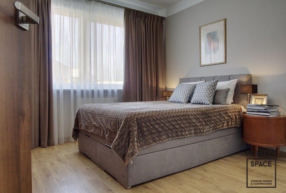 Urzadzone-wnetrze-sypialni-w-minimalistycznym-stylu Przytulna sypialnia: urządzanie wnętrz przy użyciu tekstur