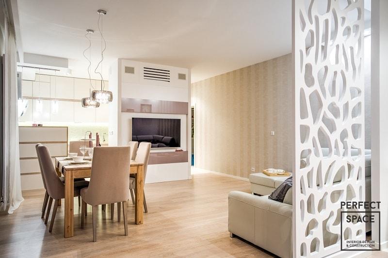 Sciana-przesuwna-w-aranzacji-wnetrza-mieszkania-oddzielajaca-salon-od-reszty-pomieszczen Jedno pomieszczenie – kilka funkcji. Strefowanie w aranżacji wnętrz