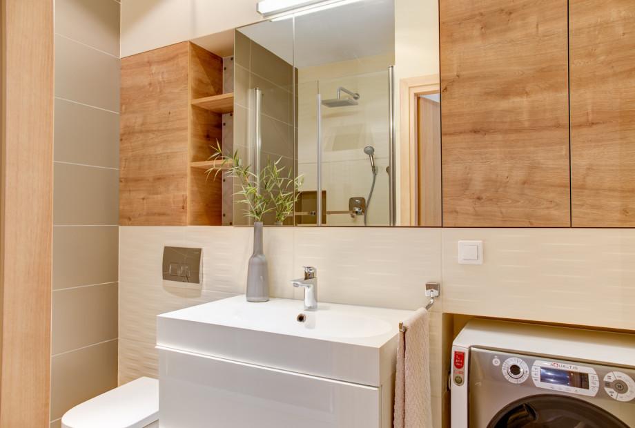 Pralka-ukryta-pod-szafka-w-lazience-pralka-w-aranzacji-lazienki Projektant wnętrz radzi: gdzie ustawić pralkę?