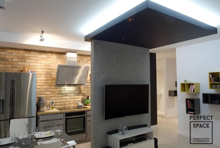Aranzacja-wnetrza-sypialni-z-duzym-lozkiem-i-systemem-szaf Aranżacja wnętrz: 5 niezbędników w mieszkaniu każdego 30-latka