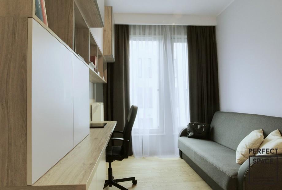 Aranzacja-wnetrza-domowego-biura-w-minimalistycznym-stylu Aranżacja wnętrz: czemu warto mieć domowe biuro?