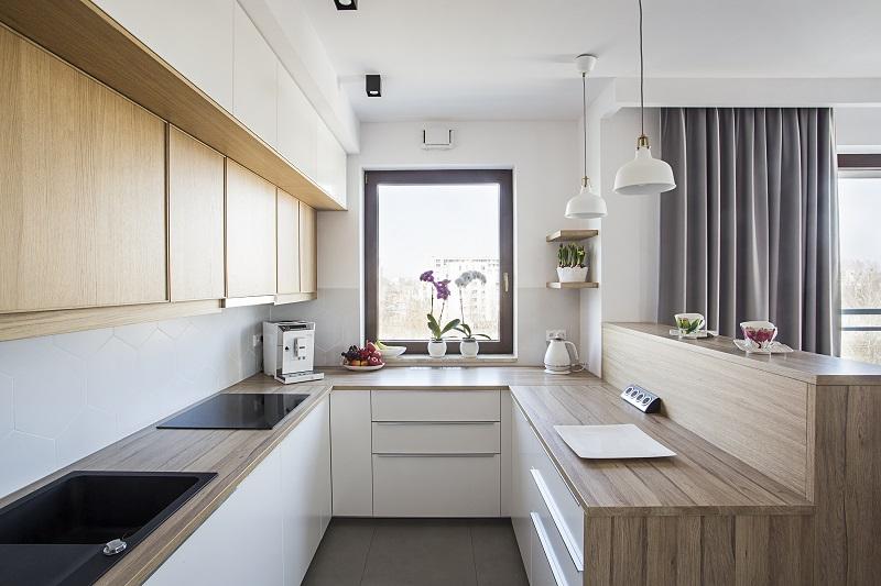 Przy-projektowaniu-kuchni-wazna-jest-wysokosc-glebokosc-i-szerokosc-blatu-kuchennego- Projektowanie kuchni: optymalne wymiary blatu kuchennego