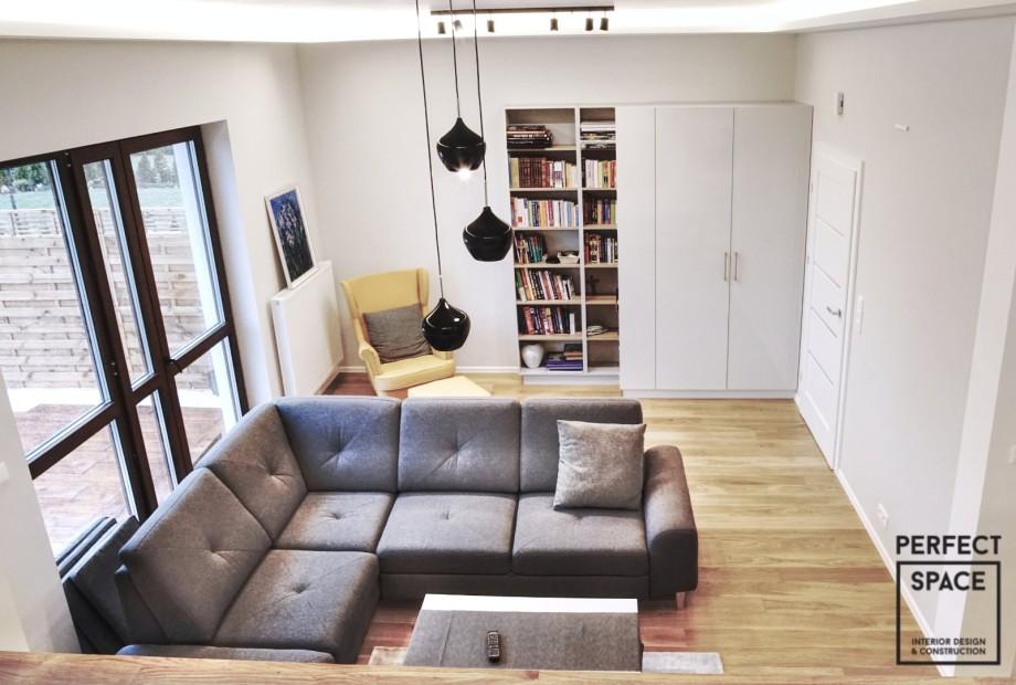 Przytulny-kacik-czytelniczy-w-klasycznym-mieszkaniu Jesień przy książce. Jak urządzić kącik do czytania?