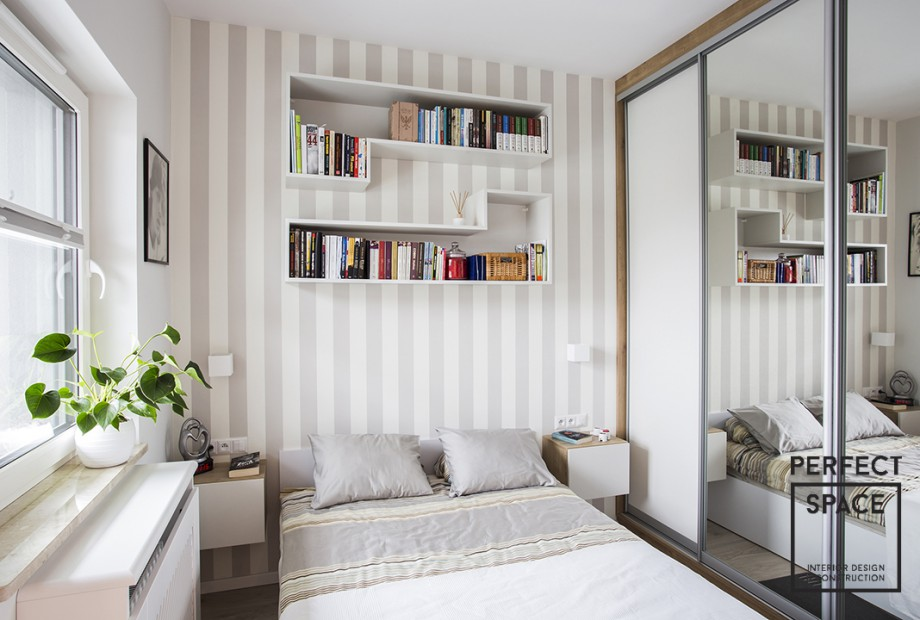 Mieszkanie-wykonczone-pod-klucz-z-nowej-inwestycji-deweloperskiej-w-Warszawie-przeznaczone-dla-milej-starszej-pary-salon-z-holem Nowe inwestycje deweloperskie: dlaczego osoby 50+ kupują nowe mieszkania?