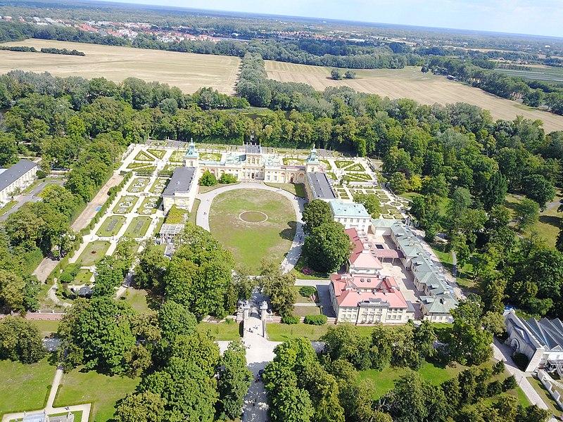 Pałac-Wilanów-źródło-Wikipedia Nieznane oblicze Wilanowa, czyli gdzie oprócz pałacu można się udać?